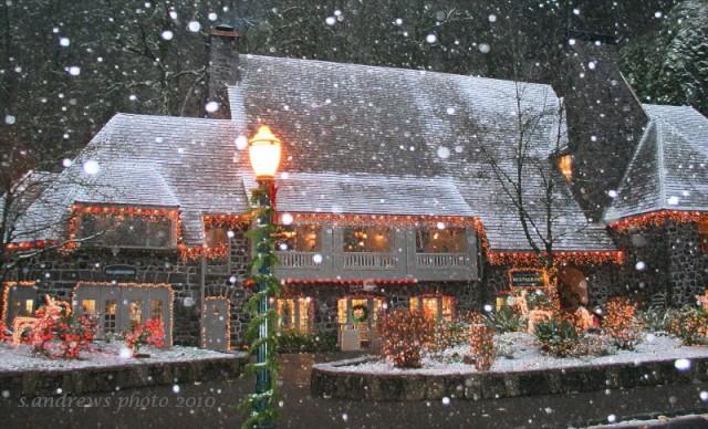 Multnomah Falls lodge in December
