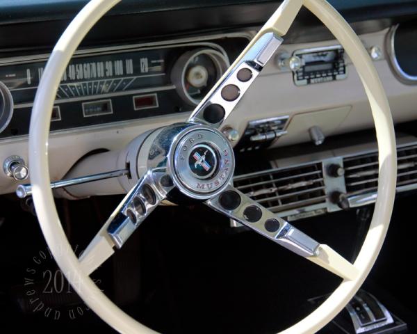 1404 Mustangs_029 Lindas Turquoise Mustang Steering Wheel